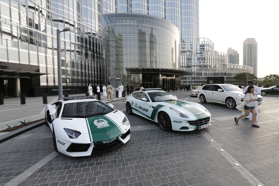 Автомобили полиции в ОАЭ