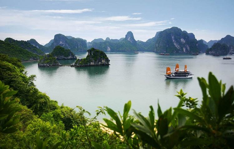 Бухта Халонг во Вьетнами